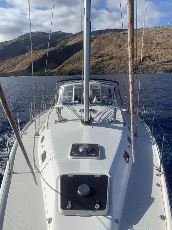Maui Custom Charters sailboat at the pali